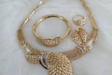Exquisite Gold Costume Jewelry Set