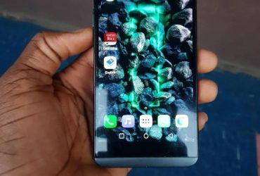 LG Q8 64 GB