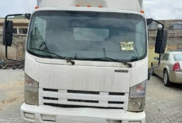 American Used Isuzu Van